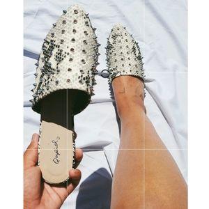 Shoes - 🆕️//The Zenaya// Snake print Flat